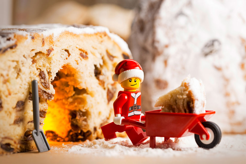 105_emb_He-really-digs-this-Christmas-cake